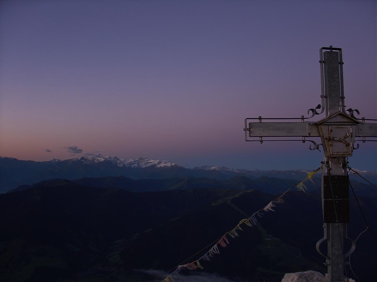 Morgenstimmung auf dem Hochzint mit Blick in die hohen Tauern (Kitzsteinhorn)