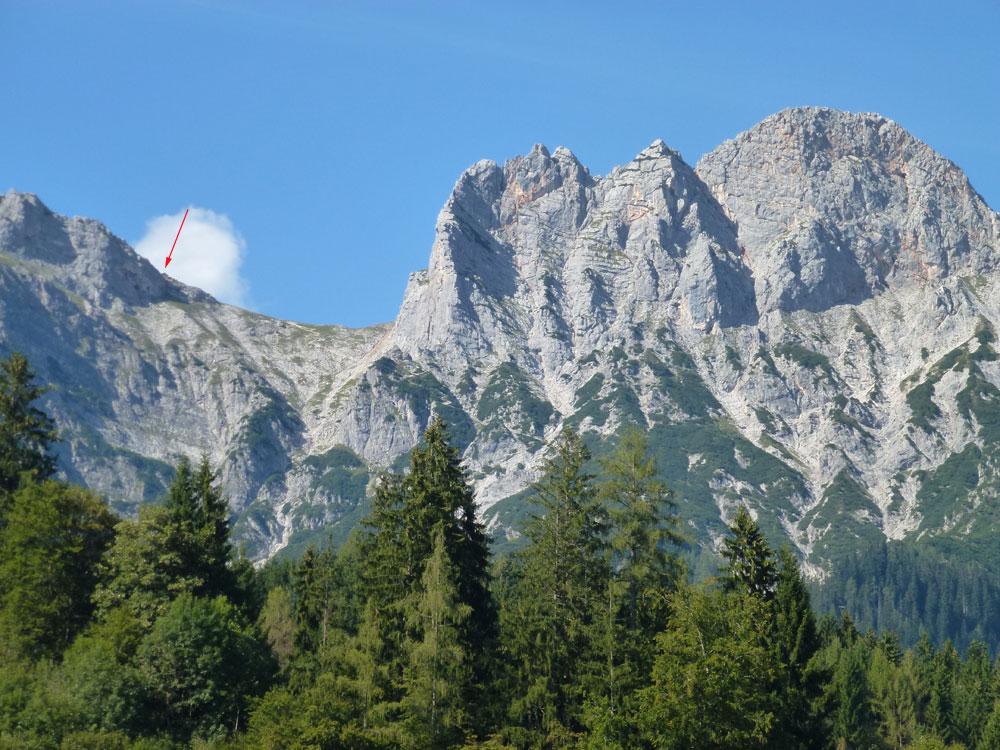 Blick auf den Südanstieg von Leogang zur Passauer Hütte (Pfeil)
